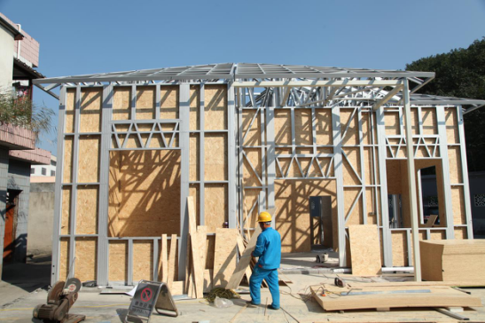 The onsite construction of PTH light steel building