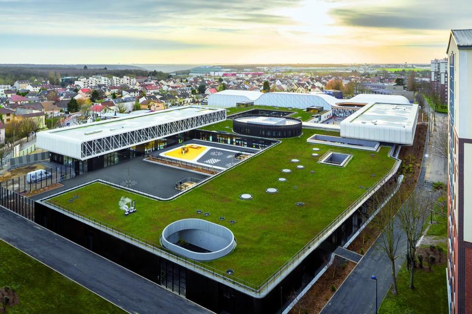 The Trivaux-Gaienne School in France1.jpg