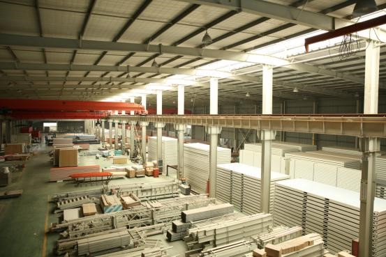 The main body of the prefabricated steel structure house wall is prepared first in the factory